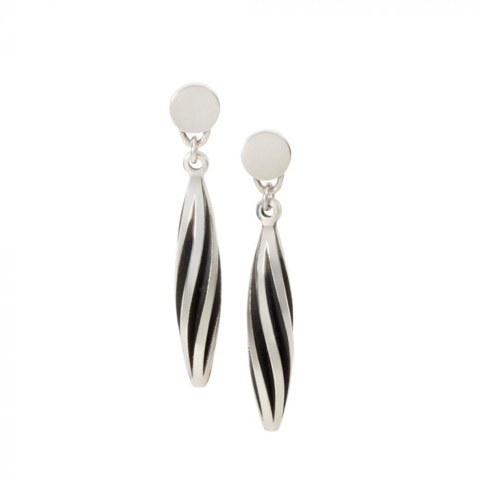 Beat twist earrings - oxidised