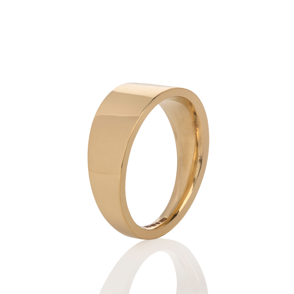 Tapered wedding band - 18ct gold