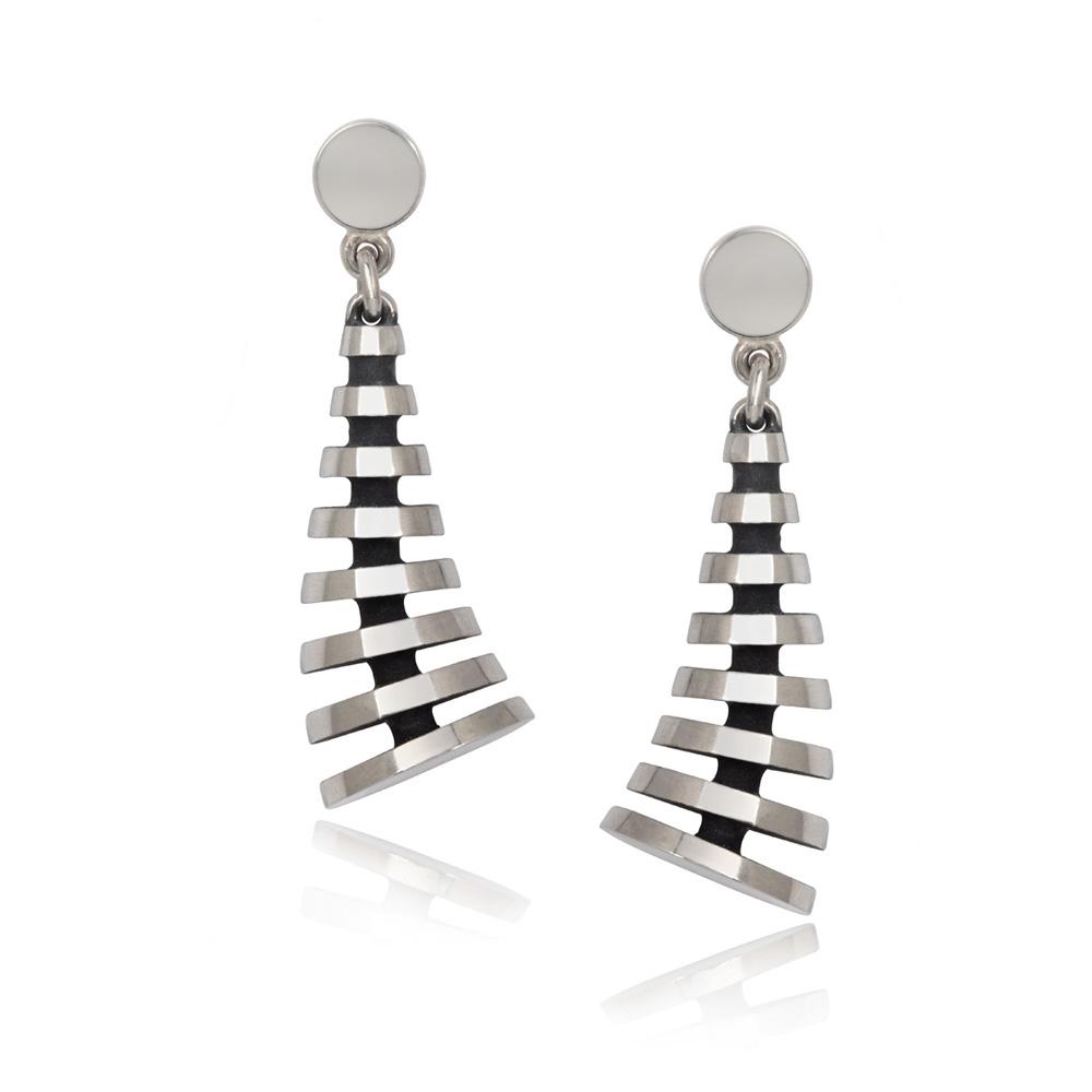 pyramid earrings (kick)