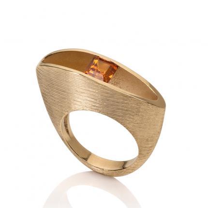 herring-ring-18ct-gold-orange-sapphire-Sarah-Herriot-Jewellery-London