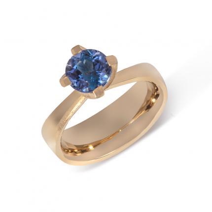 tanzanite-twist-ring-18ct-gold-Sarah-Herriot-Jewellery